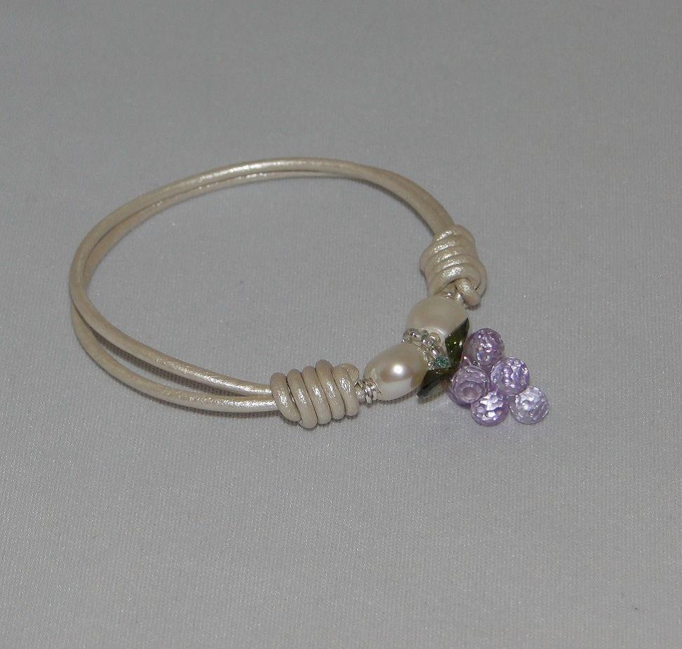 f57389450a20 Pulsera-nudos de cuero con uva de circonitas y perlas de agua dulce ...
